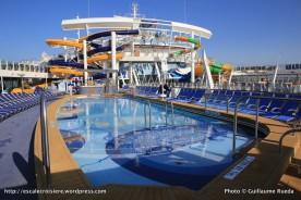 Harmony of the Seas - Main Pool - Piscine près de Perfect Storm