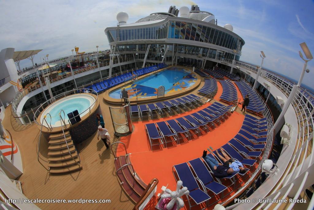 Harmony of the Seas - Sports pool - Piscine face à Splasaway Bay