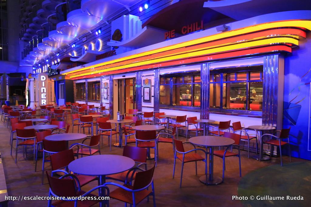 Harmony of the Seas by night - Boardwalk - Johnny Rockets