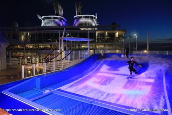 Harmony of the Seas by night - Flowrider - Simulateur de surf