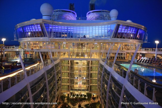 Harmony of the Seas by night - Suite Lounge