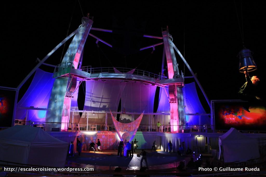 Harmony of the Seas by night - The Fine Line - Aquatheater