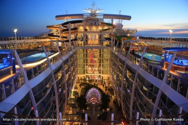 Harmony of the Seas by night - Toboggans Perfect Storm