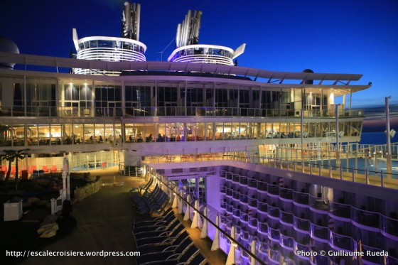 Harmony of the Seas by night - Windjammer