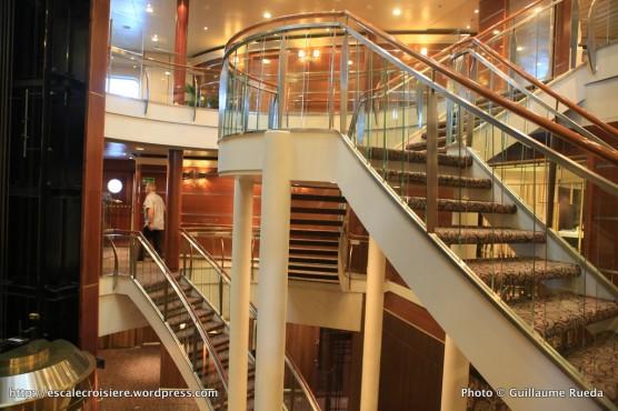 Seven Seas Navigator - Escaliers