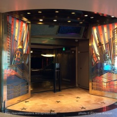TUI Discovery - Broadway Show Lounge Théâtre