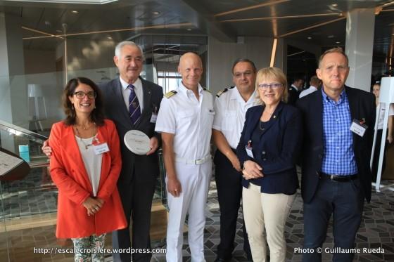 Mein Schiff 5 - Echange de plaques escale inaugurale Le Havre - Valérie Conan