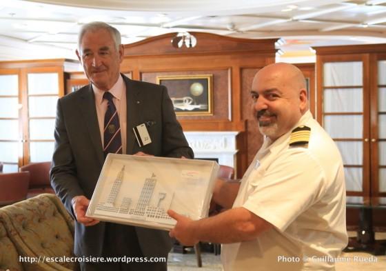 Sirena - Oceania - Echange de plaques escale inaugurale Le Havre