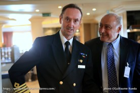 Queen Mary 2 - Captain Christopher Wells et Remi Arca, agent général de Cunard en France