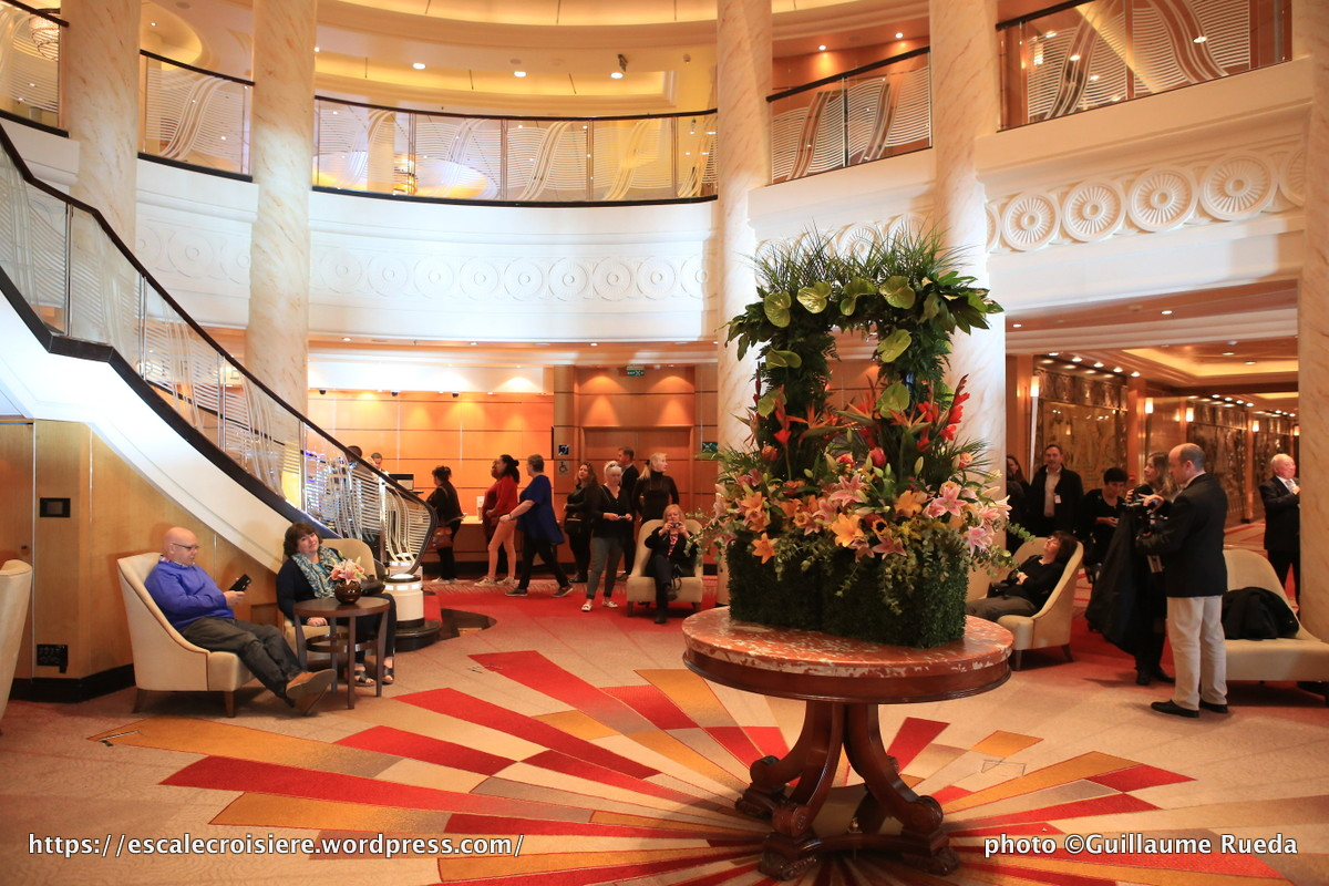 Queen Mary 2 - Lobby 2016