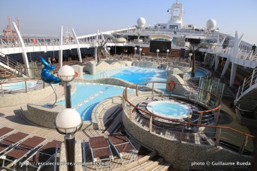 Msc fantasia blog escale croisi re for Aqua piscine otterburn park