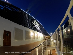 MSC Fantasia by night - Cheminée
