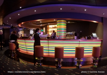 MSC Fantasia - Manhattan bar