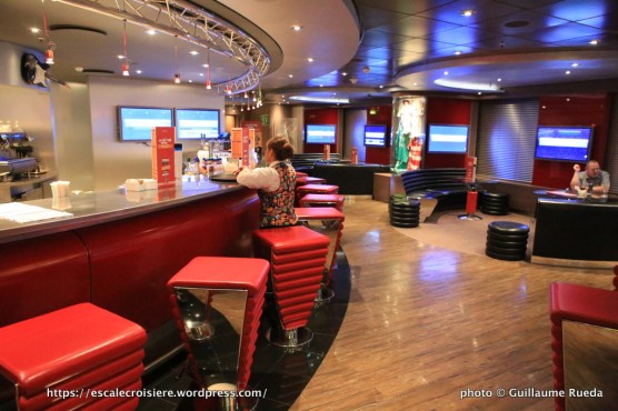 MSC Fantasia - Sports bar