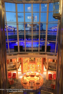 Celebrity Equinox - Bibliothèque et salon -by night