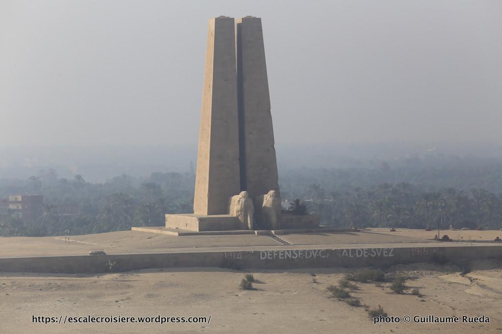 Traversée du Canal de Suez - monument commémoratif de la défense du Canal de Suez 1914-1918