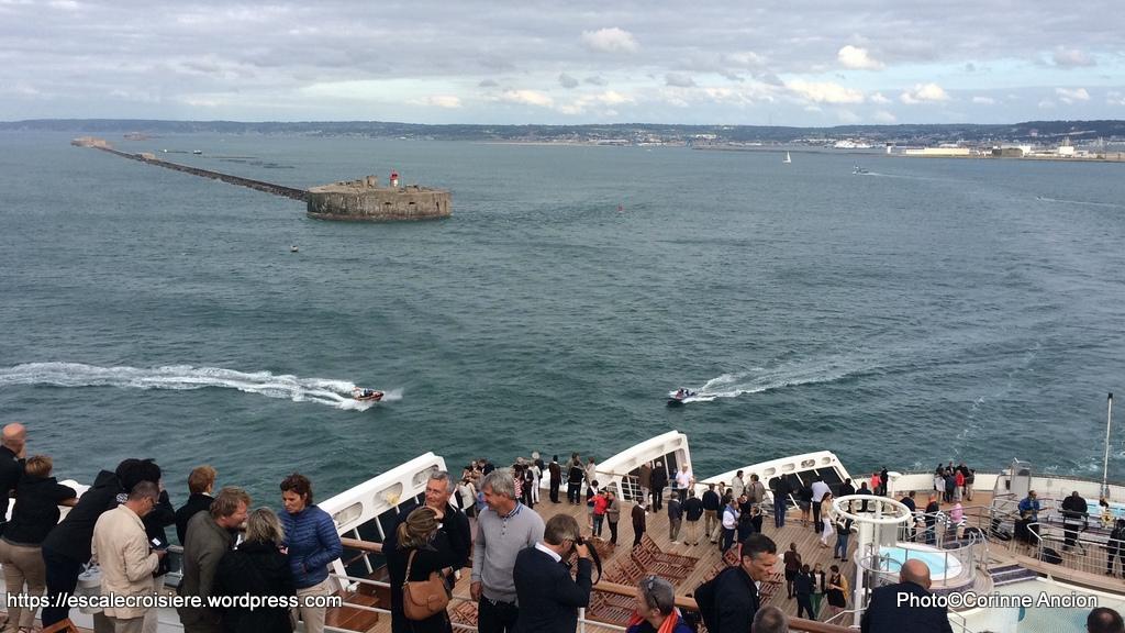 The Bridge - Queen Mary 2 - Cherbourg