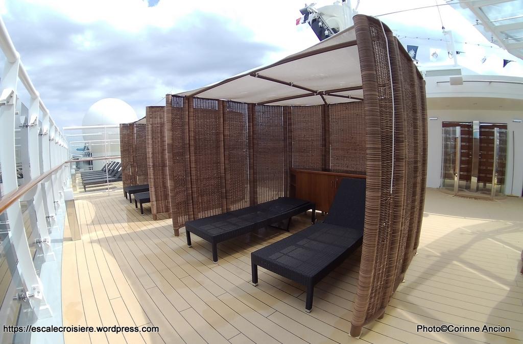 MSC Meraviglia - MSC Yacht Club Pool