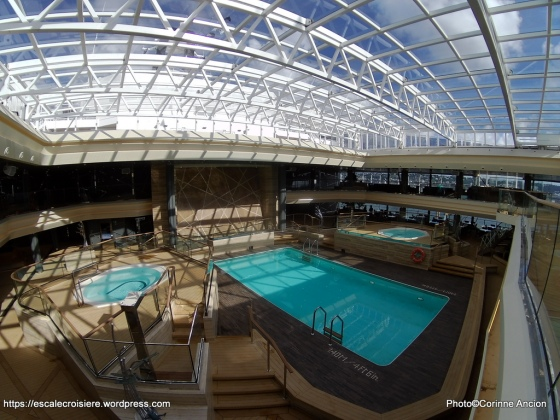 MSC Meraviglia - Piscine intérieure - Bamboo pool