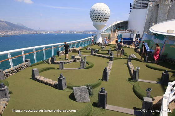 Independance of the Seas - Mini golf