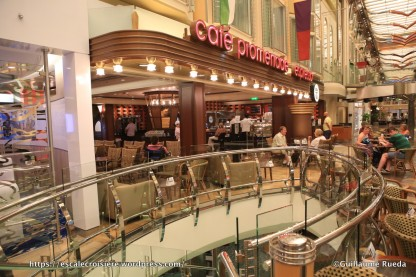 Independence of the Seas - Café Promenade