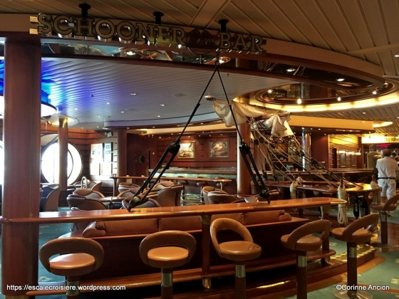 Independence of the Seas - Schooner bar