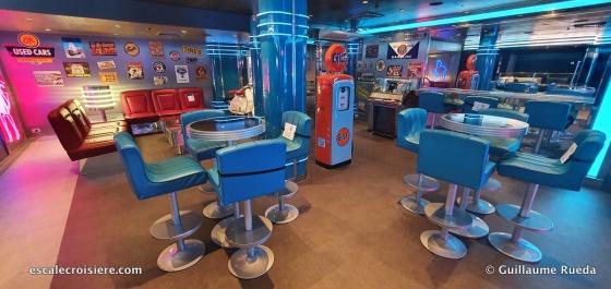 MSC Seaside - Garage Club bar