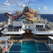 Norwegian Breakaway - Main pool piscine centrale