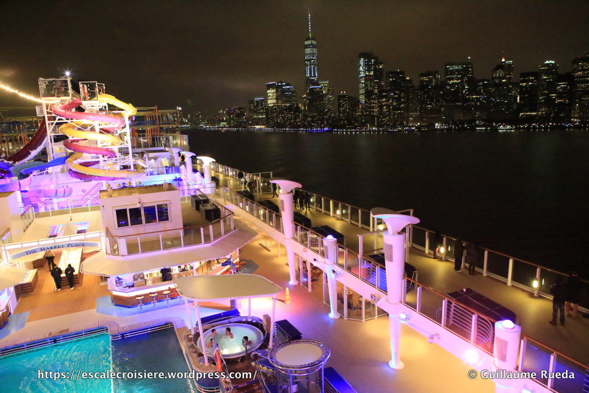 Norwegian Breakaway by night - Nuit - New York