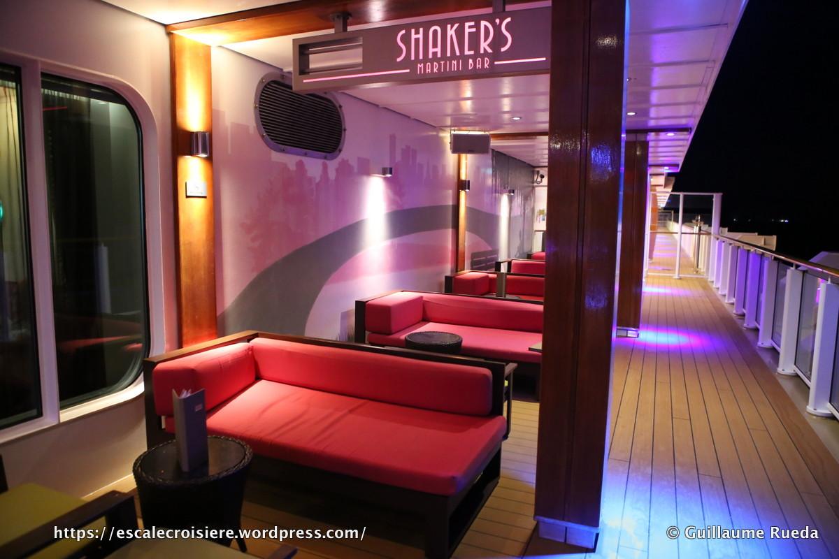 Norwegian Breakaway - Shaker's bar
