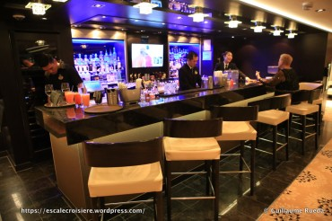 Norwegian Breakaway - The Haven Salon bar