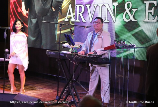 Norwegian Breakaway - Atrium - Arvin et Emilie