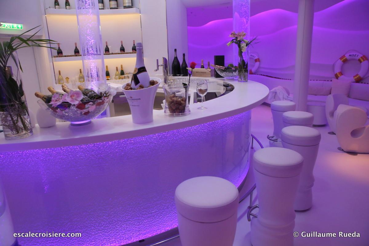 AIDAperla - Spray bar by Möet & Chandon