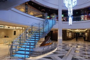 Norwegian Bliss - Grand escalier