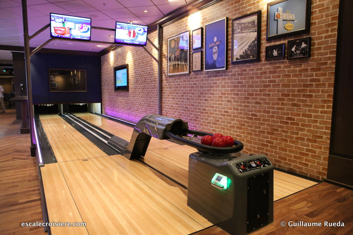 Norwegian Bliss - The LocalBar and Grill - Bowling
