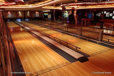 MSC Seaview - Bowling