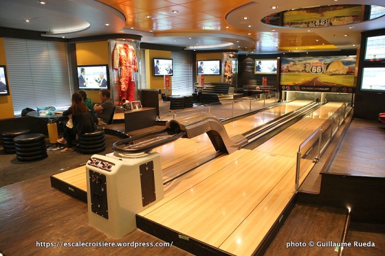 MSC Splendida - Bar des sports - Sports bar - Bowling