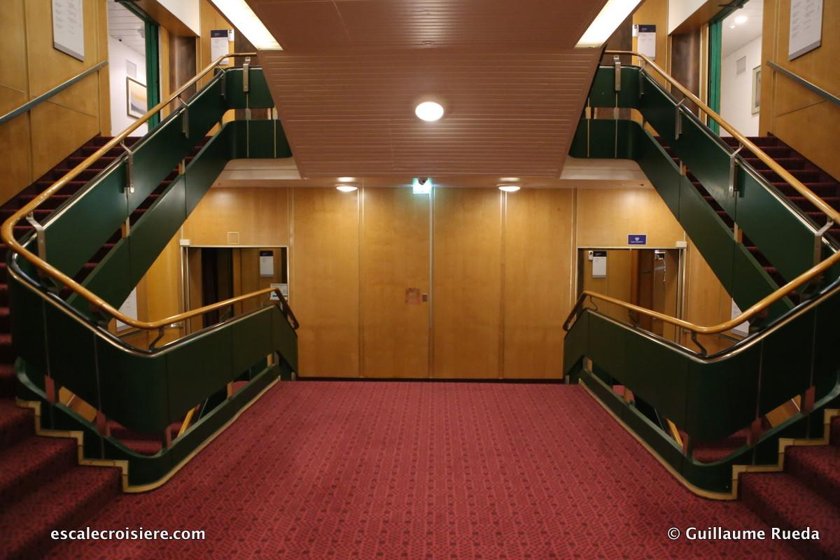 Queen Elizabeth 2 - Escaliers