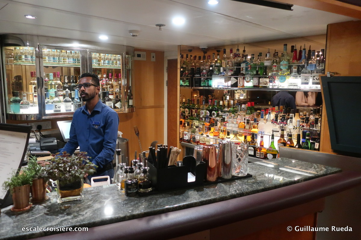 Queen Elizabeth 2 - Gin bar