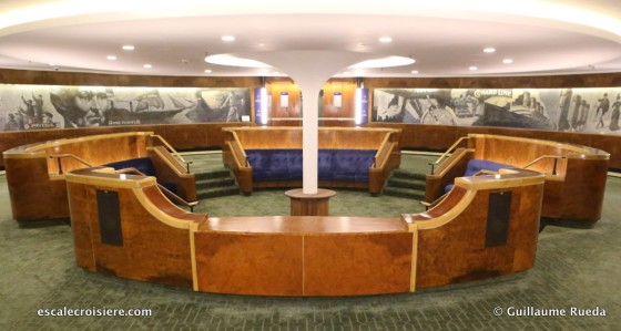 Queen Elizabeth 2 - Midship lobby