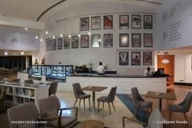 Queen Elizabeth 2 - Q Café (1)