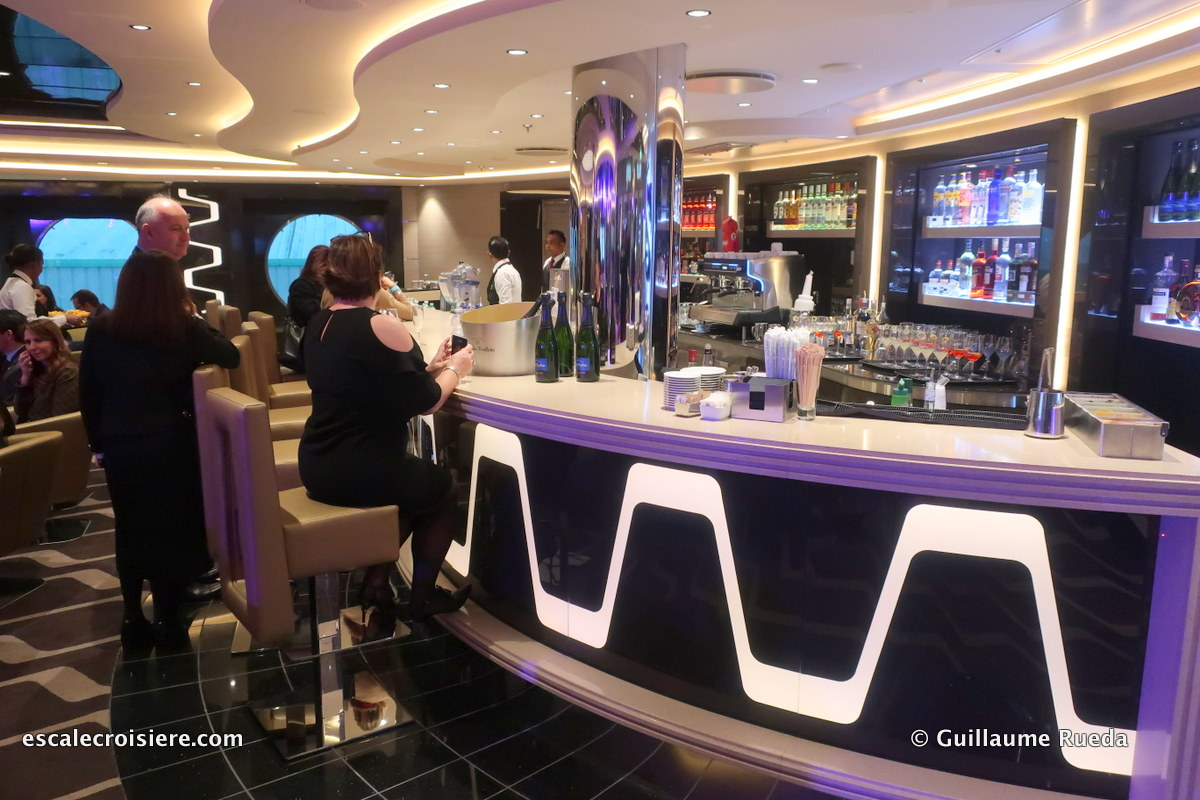 MSC Bellissima bar and lounge