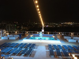 MSC Bellissima by night - Athmosphere pool