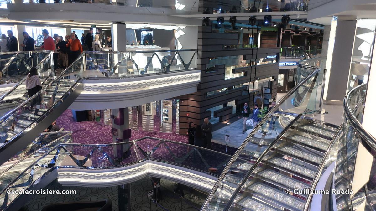 MSC Bellissima - Escaliers Swarovski - Atrium