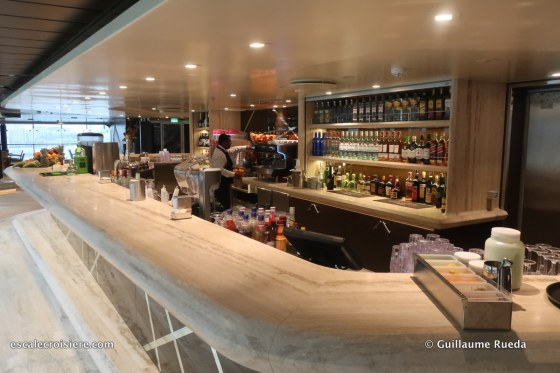 MSC Bellissima - Grand Canyon bar - piscine intérieure
