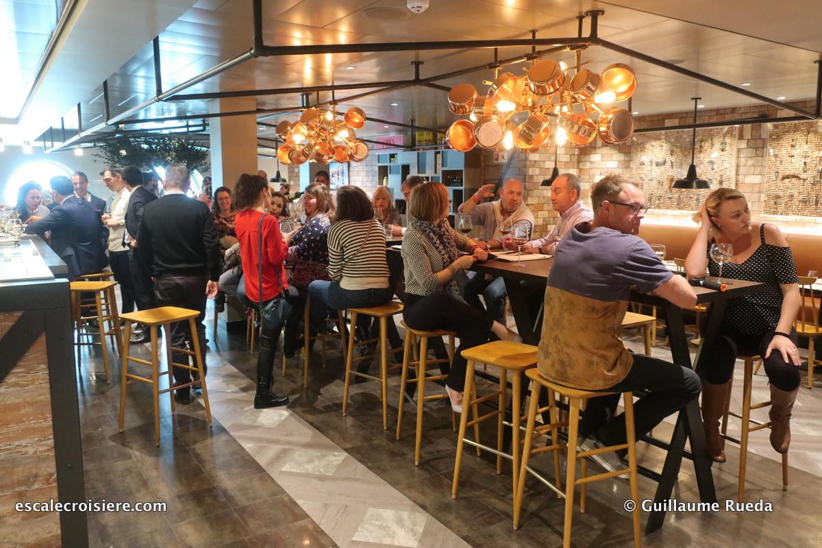 MSC Bellissima - Restaurant Hola