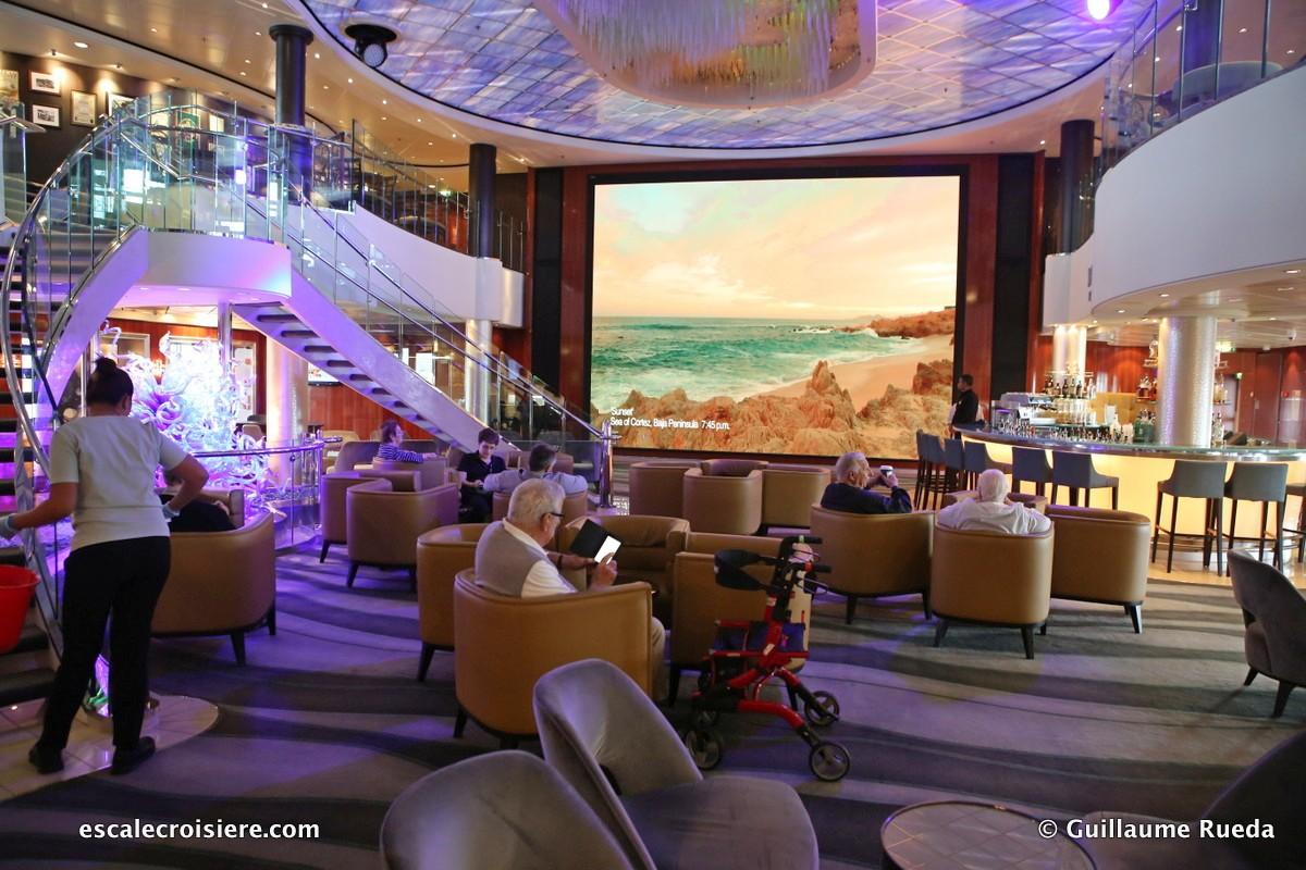 Norwegian Pearl - Atrium