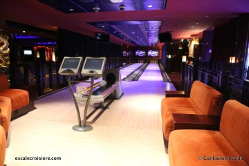Norwegian Pearl - Bliss Ultra Lounge bowling