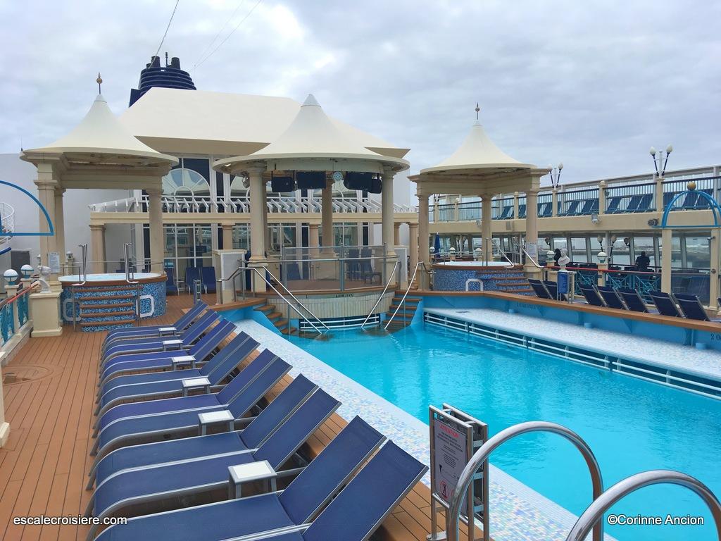 Norwegian Spirit - Piscine centrale - Tivoli pool