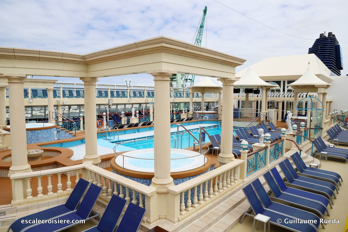 Norwegian Spirit - Piscine centrale - Tivoli pool